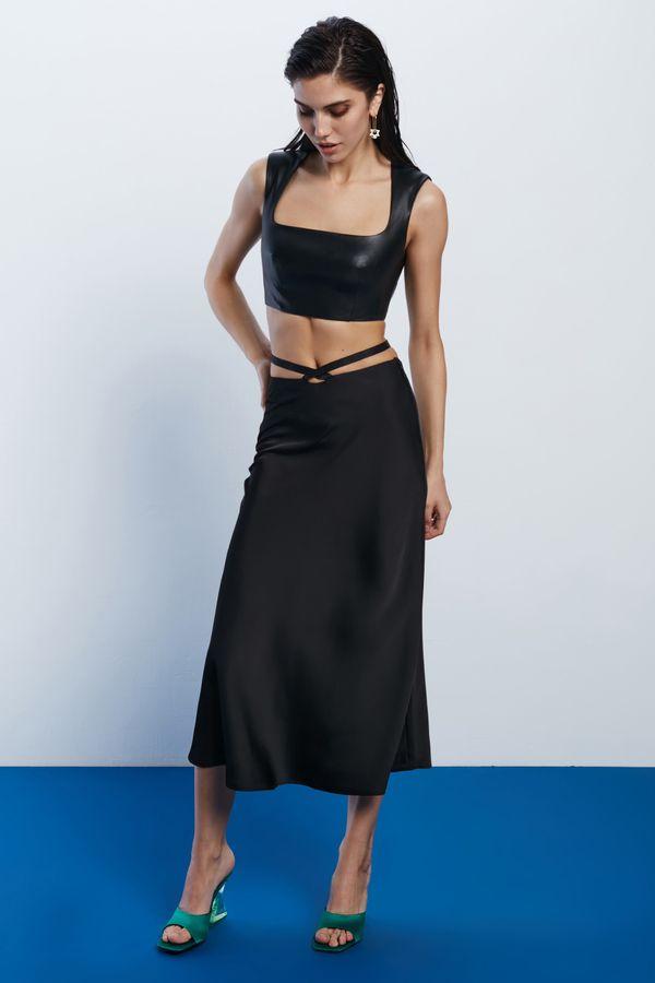 Атласная юбка с завязками на талии