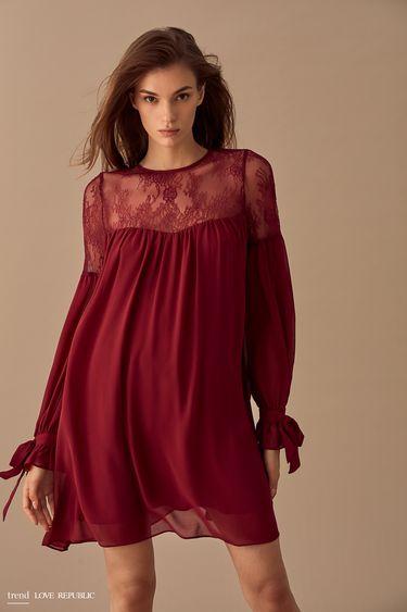 Расклёшенное платье с кружевом 9358010523