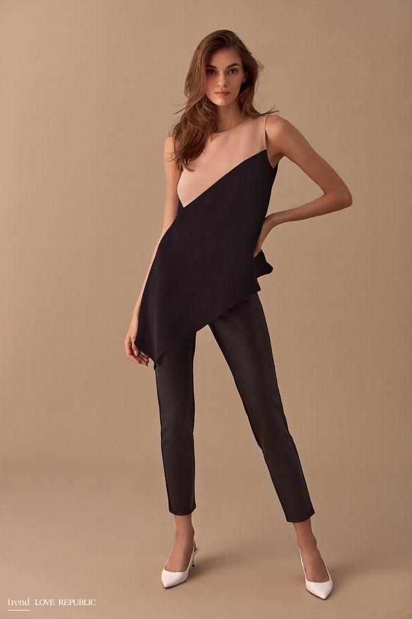 Укороченные брюки из ткани и искусственной кожи 9358063723-50