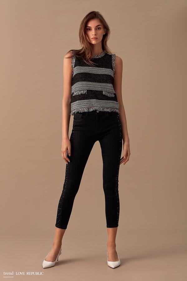 Джинсовые брюки со стразами 9358191725-50