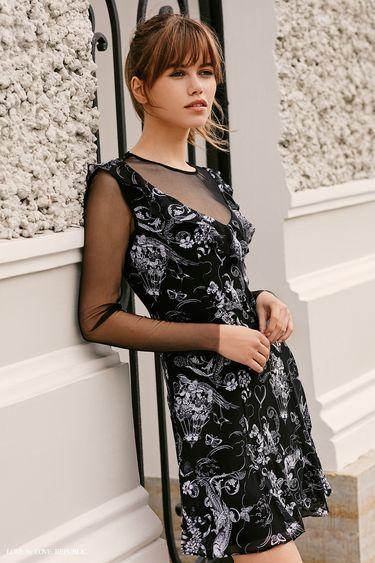 Платье с принтом и вставками из сетки 9358511555