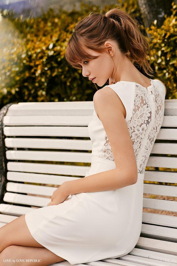 Мини-платье с кружевной вставкой на спине 9358562551-50