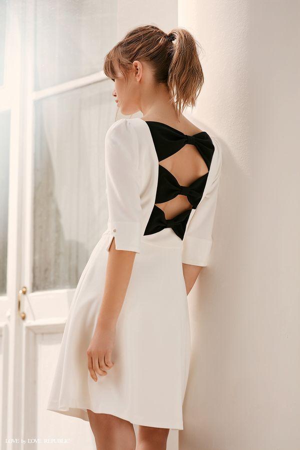 Приталенное платье с бантами на спине 9358567557-60
