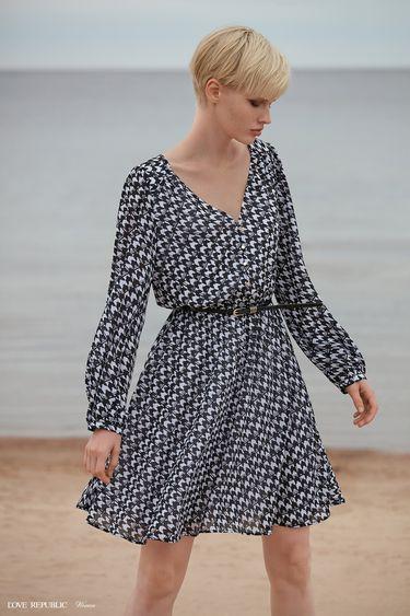 Приталенное платье с принтом 9358754515