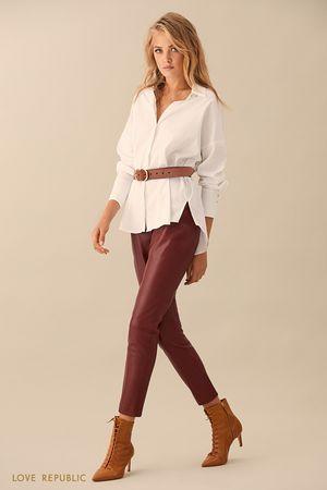 Бордовые брюки с вертикальными швами