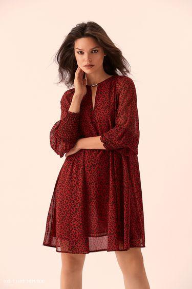 Прямое бордовое платье с леопардовым принтом 9359001530