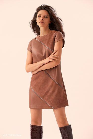 Короткое бежевое платье со вставками замши 9359061533