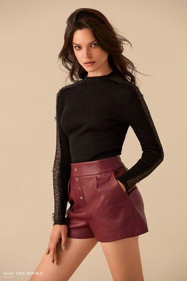 Бордовые кожаные шорты с рядом пуговиц 9359061716