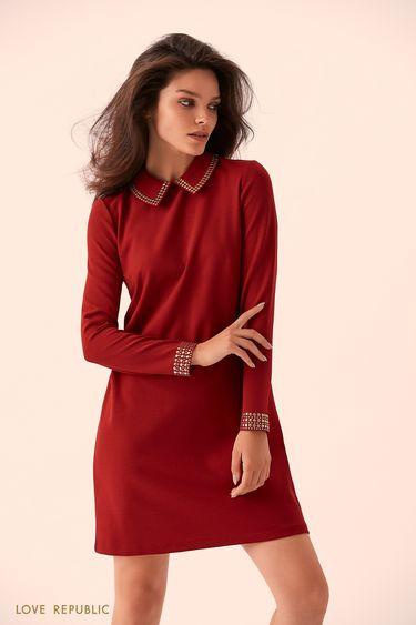 Прямое бордовое платье с отложным воротником 9359066532