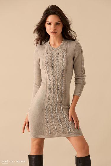 Серое трикотажное платье с декором из цепочек 9359135521