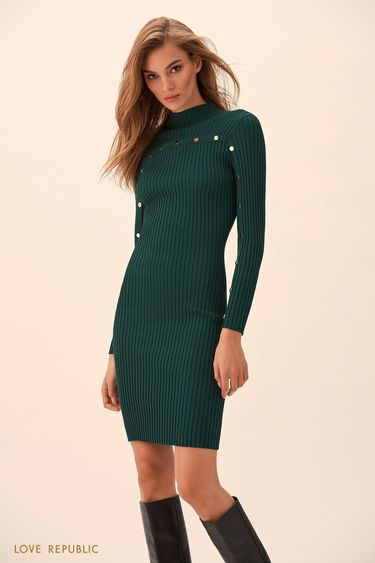 Изумрудное трикотажное платье с высоким воротником 9359138524