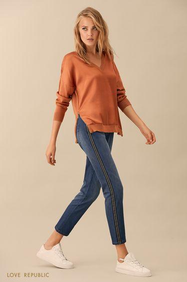 Джинсовые брюки с контрастной полосой в боковых швах 9359194734