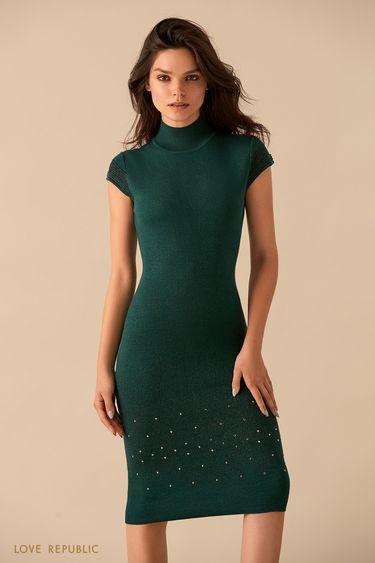 Изумрудное трикотажное платье с высоким воротником 9359388512