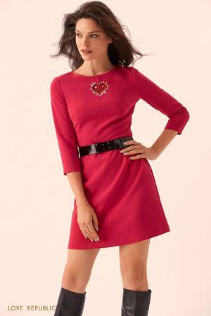 Короткое ягодное платье с ремнём фото