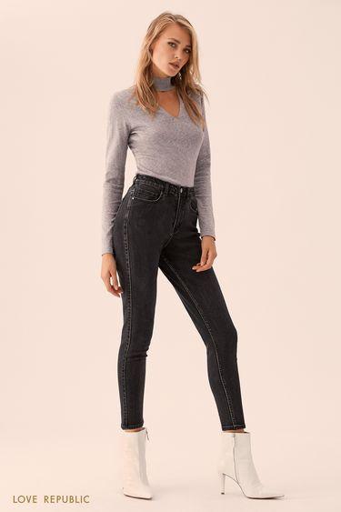 Серый свитер с треугольным вырезом 9359631841