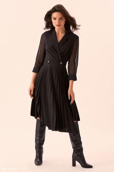 Чёрное платье с длинной плиссированной юбкой 9359758507