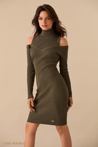 Оливковое платье с воротником и открытыми плечами 93598850508