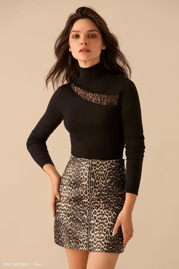 Чёрный свитер с асимметричной вставкой из сетки 9359883813-50