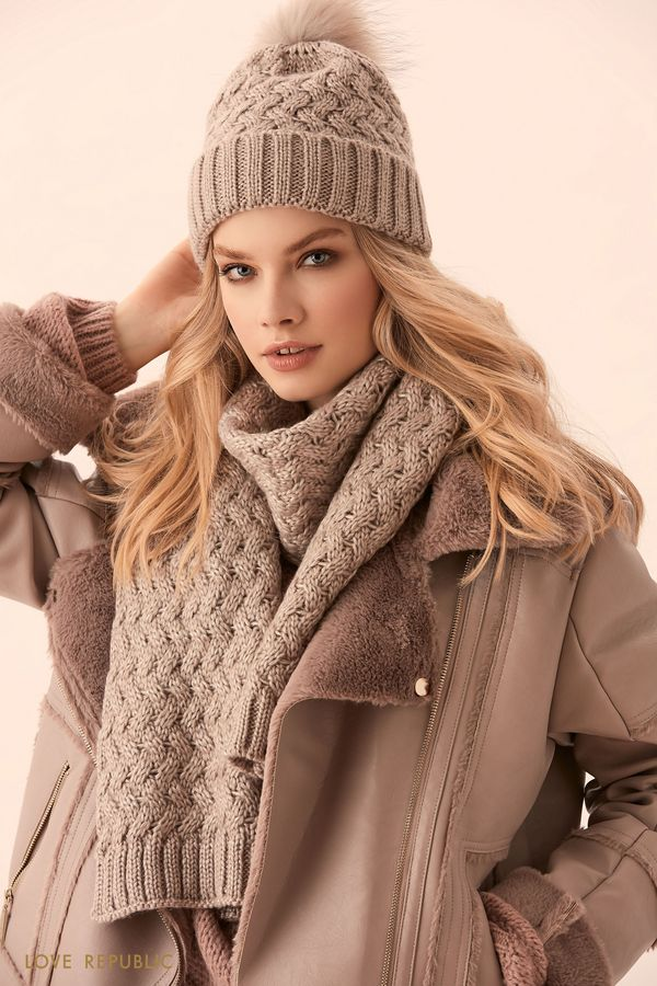 Широкий бежевый шарф фактурной вязки 944015006-62