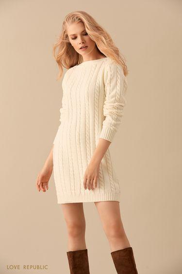 Трикотажное кремовое мини-платье фактурной вязки 9450139524