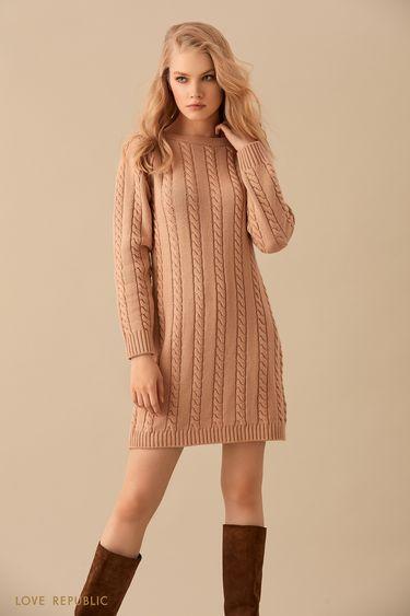 Трикотажное бежевое мини-платье фактурной вязки 9450139524
