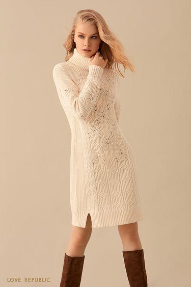 Трикотажное платье с высоким воротником и разрезами 9450402574