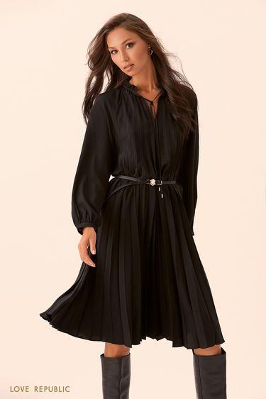 Чёрное платье из плиссированной ткани с ремнём 9450754516