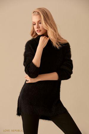 Чёрный удлинённый свитер с мягким ворсом фото