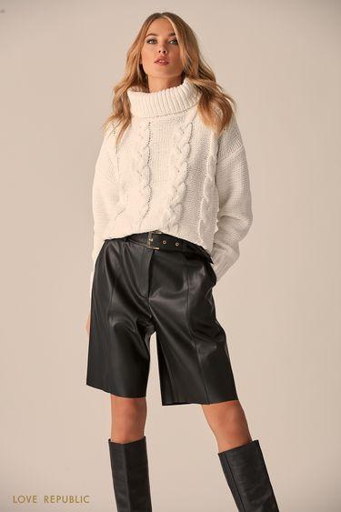 Объёмный свитер белого цвета с высоким воротом 9451172819