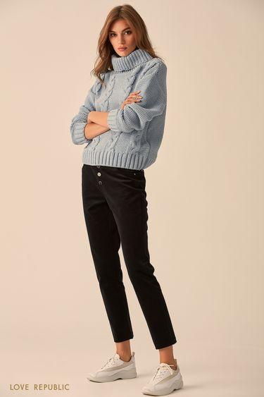 Объёмный свитер голубого цвета с высоким воротом 9451172819