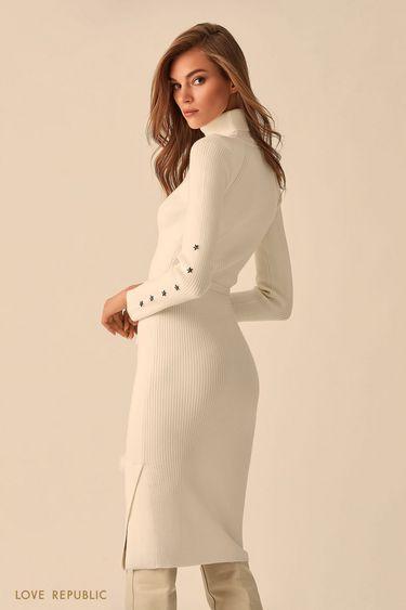 Длинное трикотажное платье с высоким воротником  9451381501