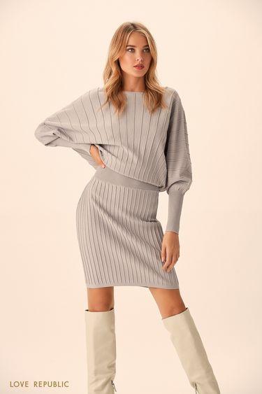Короткое платье серого цвета с серебристыми полосками 94513830502