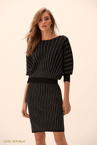 Трикотажное платье чёрного цвета с объёмным верхом 9451383502