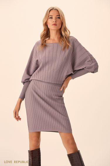 Трикотажное платьев в теплом сером оттенке с объёмным верхом 9451383502
