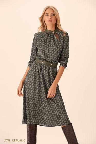 Платье миди зелёного цвета с принтом и асимметричным вырезом 9451762528