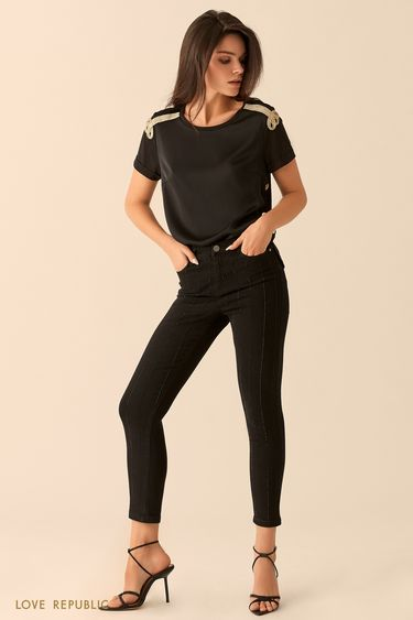 Топ-футболка чёрного цвета с золотистым декором  9452003330