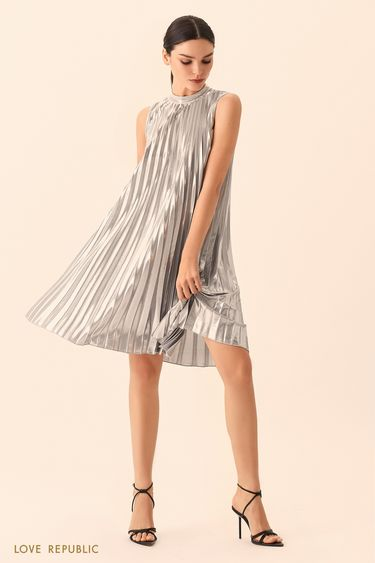 Короткое серебристое плиссированное платье А-силуэта 9452502585